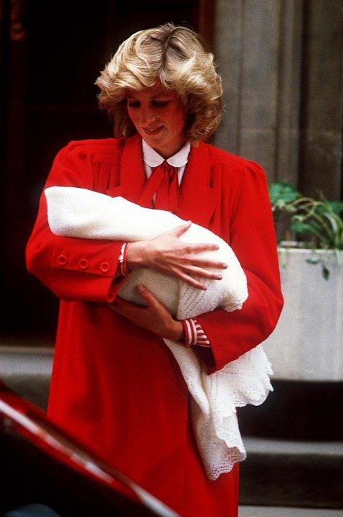 Princezna Diana s novorozeným princem Harrym.