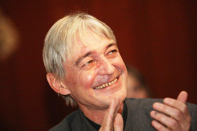 Vladimír Dlouhý zemřel na následky rakoviny.