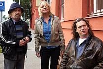 Aktéři prvního filmu Bony a klid o takřka tři desítky let starší – Roman Skamene, Veronika Jeníková a Jan Potměšil.