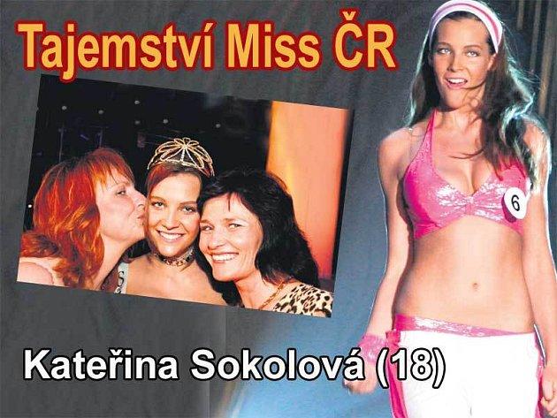 Kateřina Sokolová (18). Kateřinu v soutěži podpořila maminka Vladimíra (vpravo) i druhá manželka jejího otce Iveta.