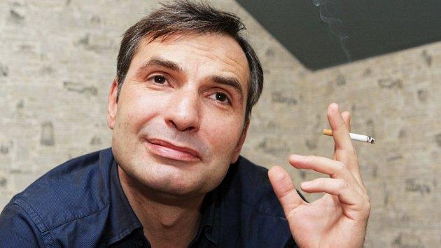 Jirka Macháček prostě vážný být ani snad neumí…