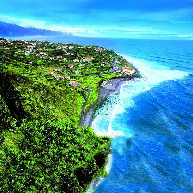 Bohatá příroda a nádherná krajina, lákající na dlouhé výlety, taková je Madeira.