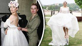 Eva Decastelo si už i vyzkoušela svatební šaty...
