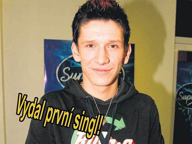 Ševčík hlásí úspěch! Jako druhý z finálové desítky poslední SuperStar má svůj singl v rádiích.
