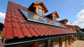 Proti hluku pomůže i kvalitní střecha.