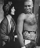 Vdramatu Velká bílá naděje (1970) si zahrál boxera.