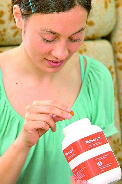 Při opakovaných mykózách zabírá podpůrná léčba enzymy.