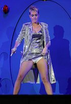 Katy to na pódiu umí pěkně rozjet.