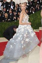 Karolína Kurková oslnila šaty se svítícími led diodami.