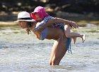 Dovolenou u moře užívala především díky dcerám.