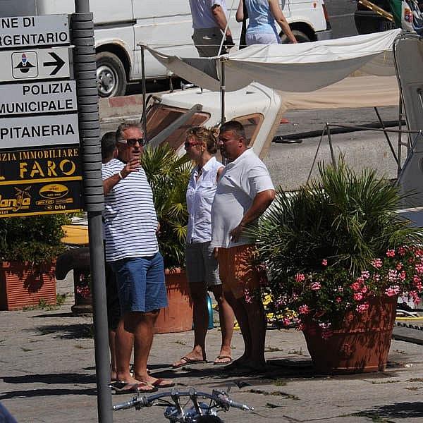 Dovolená Mirka Topolánka v italském Monte Argentariu ukázala, jak moc je politika prohnilá. Jedni točí, druzí lobbují.