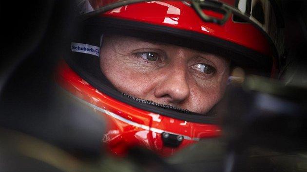 Život slavného závodníka Michaela Schumachera stále visí na vlásku.