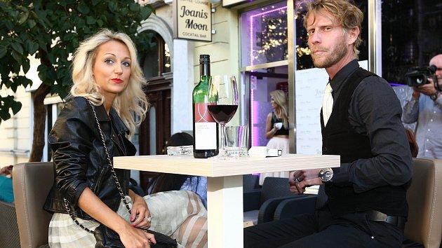 Jaromír Nosek se zatím tajemnou novou známostí.
