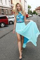 Sandra Parmová ukázala krásné dlouhé nohy.