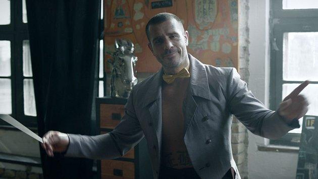 Robert v reklamě coby dirigent...
