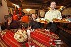 Tradiční balkánské taverny mehany najdete třeba i v Turecku. Ty bulharské nabízejí hlavně kvalitní víno, rakiji a vodku, ale můžete se tu i výborně najíst. Turisté si objednávají zejména různé mořské potvory nebo variace tamních sýrů.