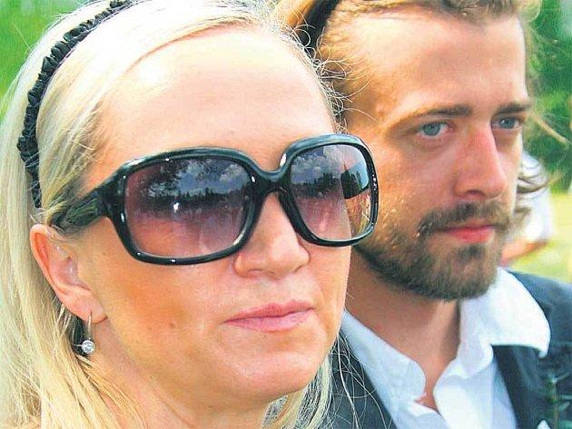 Bára Basiková s přítelem Petrem tvoří hezký pár.