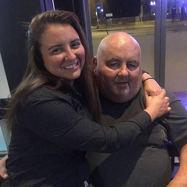 Představitel trochu namyšleného JT Lamberta Brandon Call (na snímku s dcerou Amandou) poměrně dost ztloustl. Pracuje na pumpě svých rodičů a nemá ani Facebook. Po skončení seriálu pověsil herectví na hřebík.