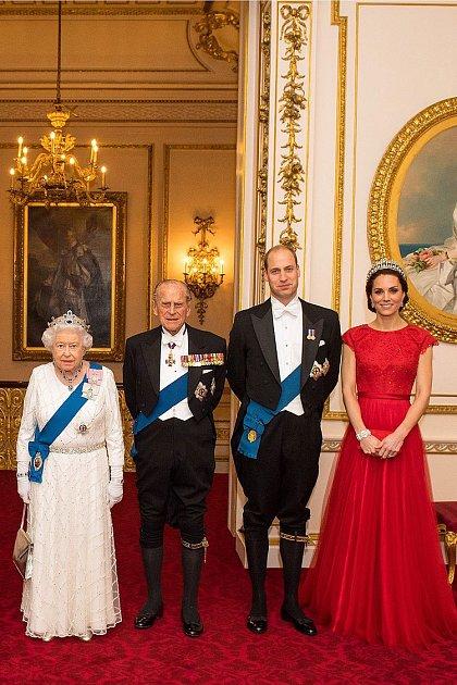 Královna Alžběta a princ Philip sWilliamem a Kate