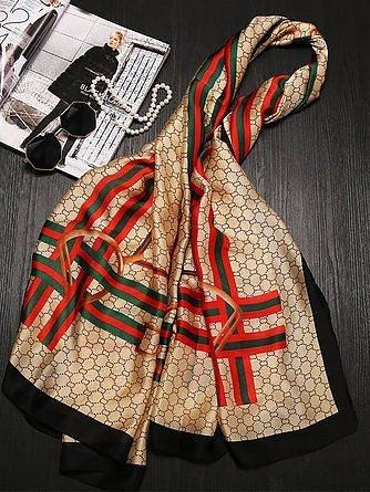 Dokonalý luxusní šátek je klasika.