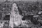 Během války nebylo ušetřeno žádné město. Bombardovány byly všechny strany a prohrávající Německo to na civilistech odneslo opravdu hodně. Na fotce z května 1945, kdy válka skončila, Berlín po mohutném bombardování.