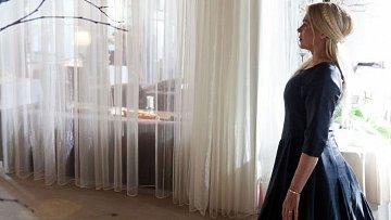 Dagmar Havlová jako Vlastička v pokračování Dědictví aneb Kurvahošigutntag na počátku filmu zemře. Pak se ale Bohušovi zjevuje jako jeho špatné svědomí...