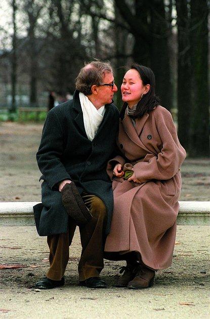 Tihle dva jí zasadili nejtěžší ránu vživotě. Woody Allen ji podváděl sjejí adoptovanou dcerou Soon-Yi. Nyní jsou manželé.