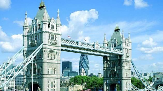 Nejznámější fotka z Londýna – Tower Bridge.