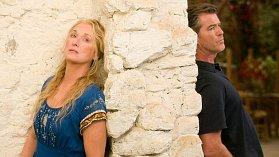 Meryl Streep a Pierce Brosnan při natáčení muzikálu Mamma Mia.