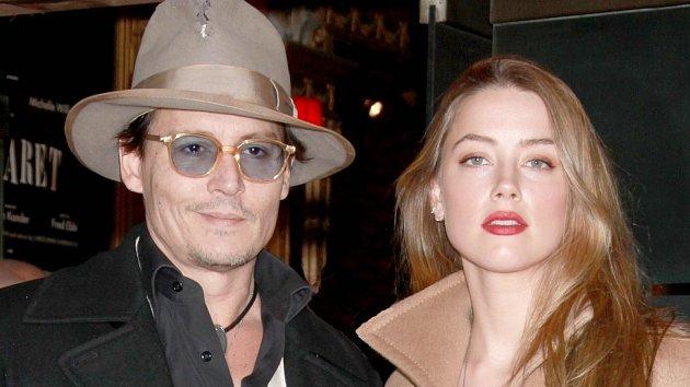 Johnny Depp má sice před svatbou sAmber Heard, na bývalou partnerku ale stále žárlí.