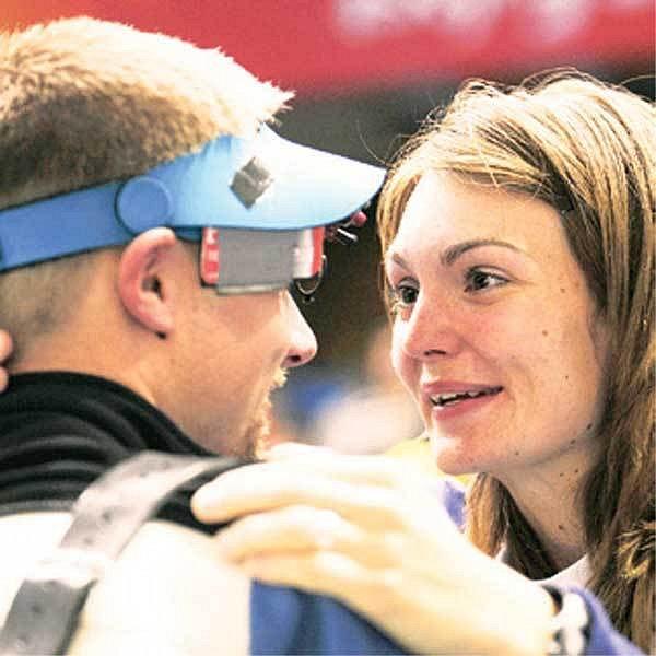 Manželé Emmonsovi opět slaví úspěch, tentokrát si medaili vystřelil Matt.