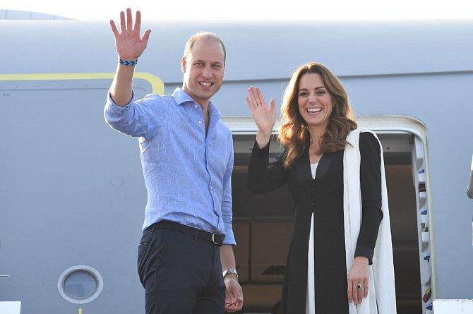 Kate Middleton a princ William veřejně pogratulovali princi Harrymu a Meghan k narození dcery.