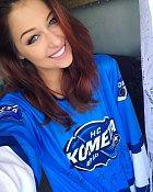 Je fanynkou hokeje.