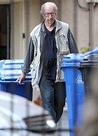Vsoučasnosti vypadá herec spíše jako bezdomovec. Zvláště když je vespolečnosti popelnic.