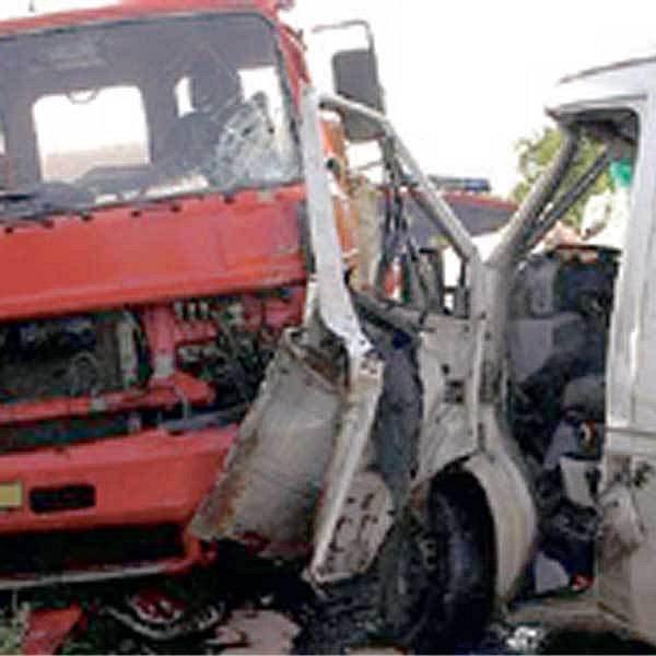 Dopravní nehoda dvou nákladních aut