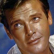 Roger Moore byl pro mnohé jako neohrožený Bond příliš zženštilý. On však stejně jako slavný agent 007 bez žen nevydržel.