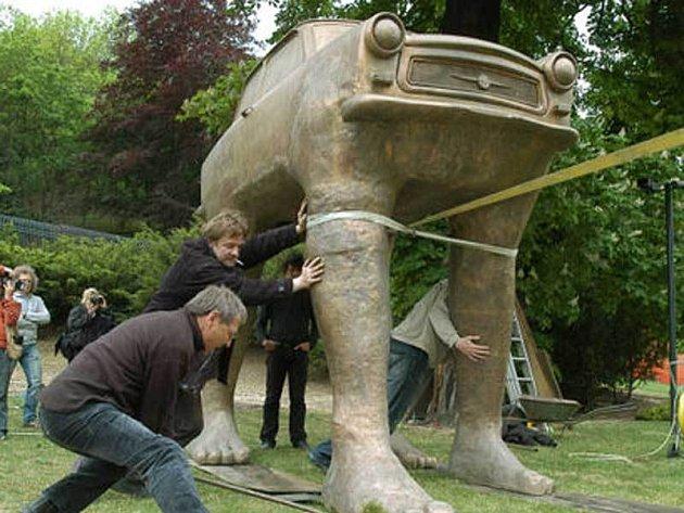 Stěhování sochy Trabanta