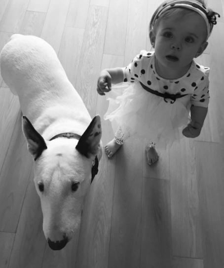 Dianina dcera Ella pejsky miluje.