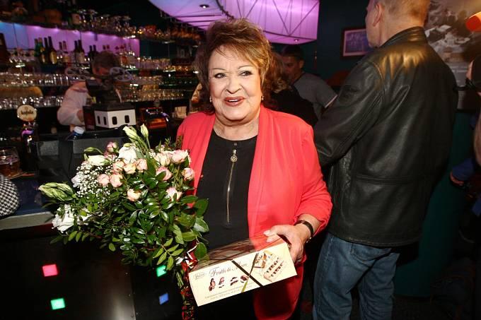 Jiřina Bohdalová s dary