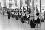 Pokladní v roce 1962 vypadaly spíše jako uklízečky. Nebo naopak?