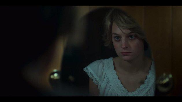 Emma Corrin jako princezna Diana