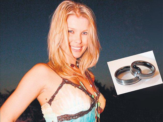 Moderátorka Romana Vítová je krásná žena.