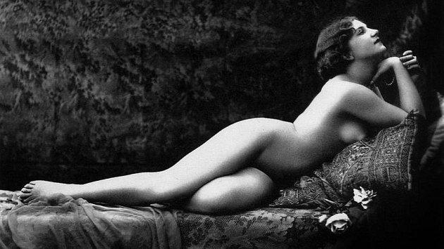Erotické fotky hltali i naši prapředci.