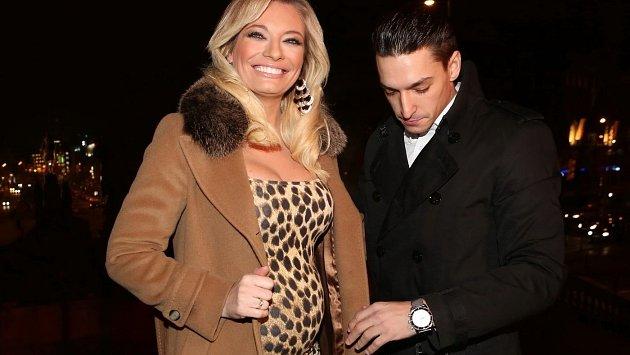 Lucie Borhyová se na oslavách narozenin TV Nova objevila s přítelem Michalem Hrdličkou a oba zářili štěstím.