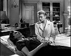 Ležící Rhonda sIngrid Bergmanovou vefilmu Rozdvojená duše.