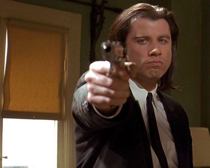 Ostřílený John Travolta ve filmu exceluje jako Vincent Vega.