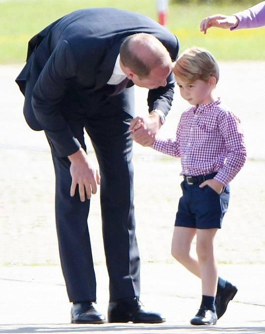 Princ William se snaží syna v těžkých chvílích utěšovat.
