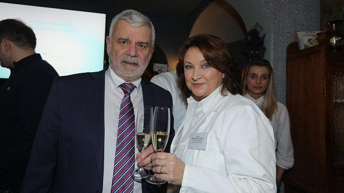Diváci se mohou těšit i na Petra Štěpánka a Zlatu Adamovskou jako manžele Valšíkovy.