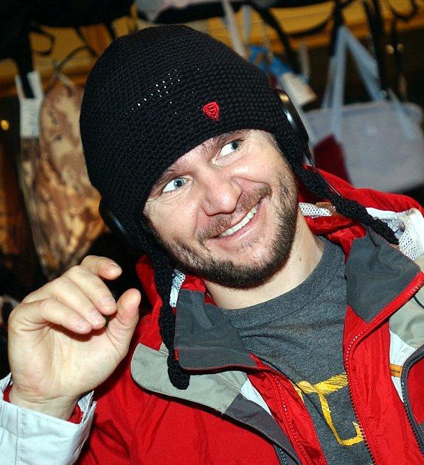 Jediným, kdo pád vrtulníku přežil, je snowboardista David Horváth.