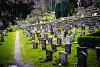 Ženiny ostatky skončily nahřbitově Mollendal vBergenu.